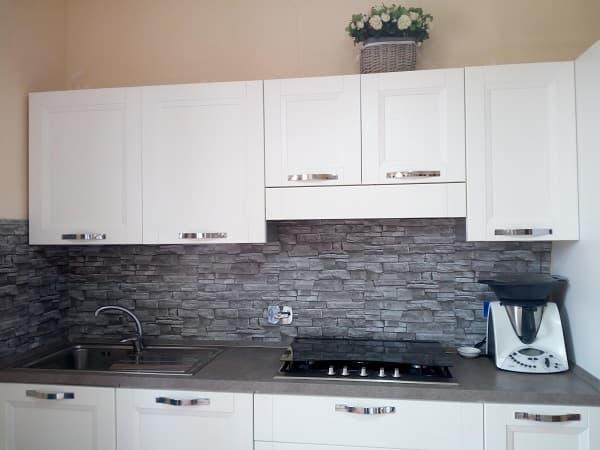 nuova parete cucina in pietra
